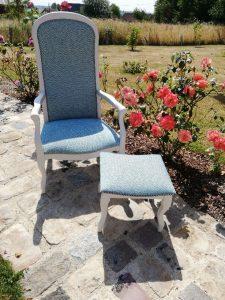 Une nouvelle vie pour ce magnifique fauteuil Voltaire et son tabouret